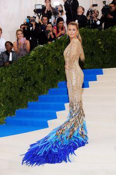 Au Met Gala 2017, un détail a tout changé à la robe de Blake Lively