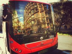 Bus L32 Barcelona.  #cataluña #catalonia #catalunya #spain #españa by _lodanigomez (instagram)