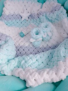 Finger Knitting Blankets, Hand Knit Blanket, Baby Blanket Crochet, Crochet Baby, Handmade Baby Blankets, Knitted Baby Blankets, Baby Knitting Patterns, Knitting Stitches, Yarn Projects