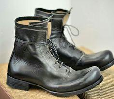 Converse Boots Mens, Leather Men, Leather Shoes, Fashion Boots, Mens Fashion, Shoe Selfie, Designer Boots, Brown Shoe, Cool Boots