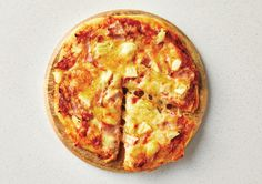 Mike's Homemade Wholemeal Ham & Pineapple Pizza Recipe - Quick and easy at countdown.co.nz Spinach Pasta Recipes, Pizza Recipes, Ham And Pineapple Pizza, How To Peel Tomatoes, Quick Meals, Bacon, Beach Quilt, Tasty, Homemade
