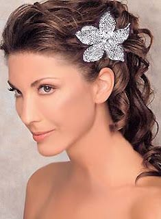 Wedding Hairstyles 2011 ~ Fashion Hairstyles on We Heart It Long Hair Wedding Styles, Wedding Hair Down, Wedding Hair Flowers, Wedding Hair And Makeup, Flowers In Hair, Wedding Updo, Flower Hair, Wedding Stuff, Trendy Wedding