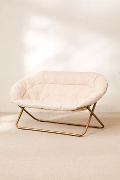 Take a look at this awesome wooden chair - what an inventive design and development Cool Chairs For Bedroom, Bedroom Seating, Lounge Seating, Bedroom Chair, Living Room Chairs, Dining Chairs, Side Chairs, Comfy Bedroom, Bedroom Inspo