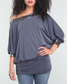 Open scoop back top. Perfect for going out to dinner.