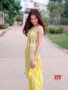 Sleeves Designs For Dresses, Dress Neck Designs, Stylish Dress Designs, Casual Indian Fashion, Indian Fashion Dresses, Simple Kurti Designs, Kurta Designs Women, Western Dresses For Women, Beautiful Pakistani Dresses