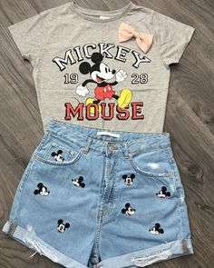 Adorable Mickey Mouse Outfit Perfect outfit for Disneyland. Disney World Outfits, Cute Disney Outfits, Disney Themed Outfits, Disneyland Outfits, Cute Outfits, Disney Clothes, Disney Vacation Outfits, Cute Disney Shirts, Disney World Shirts