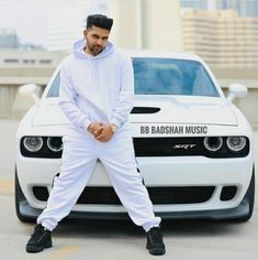 Guru Randhawa is one of the most talked about celebrity in Punjabi as well as bollywood industry. Lets check out Guru Randhawa Car collection 2019 Vivek Singh, Shiva Tattoo Design, Guru Pics, Love Guru, Cute Boy Photo, To Boast, Upcoming Cars, Love Husband Quotes, Photography Poses For Men