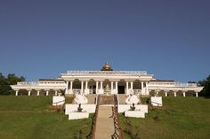 Located in a relaxing mountaintop setting in N.C., The Art of Living Retreat Center, offers Ayurveda-focused retreats.