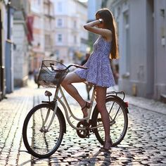Why Mountain Bike Shoes? Cycle Chic, Bicycle Women, Bicycle Girl, Bike Suit, Cycling Girls, Mountain Bike Shoes, Bike Style, Biker Girl, Cycling Outfit