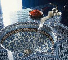 lavabo à motifs orientaux par Kohler