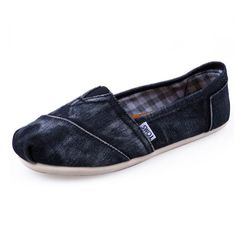 good to know / TOMS shoes outlet! More than half off! / My kids love Toms. Cheap Toms Shoes, Toms Shoes Outlet, Shoe Outlet, Sneakers Fashion, Shoes Sneakers, Tom Shoes, Summer Sneakers, Adidas Sneakers, White Sneakers