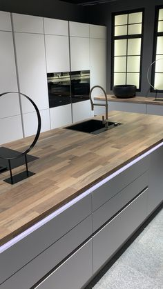 Your kitchen partner in Essen - Design della cucina Kitchen Pantry Design, Luxury Kitchen Design, Modern Kitchen Cabinets, Luxury Kitchens, Home Decor Kitchen, Interior Design Kitchen, Modern Interior Design, Kitchen Organization, Kitchen Furniture