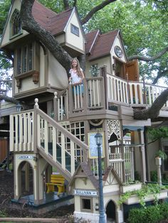 The playhouse is great ideals for kids. You are find playhouse picture in page. Backyard Fort, Backyard Playground, Backyard For Kids, Backyard Playhouse, Kid Playhouse, Playhouse Ideas, Room Design Bedroom, Girl Bedroom Designs, Cubby Houses