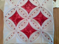 cathedral windows quilt with extra french knot details Quilting Room, Machine Quilting, Quilting Projects, Quilting Designs, Sewing Projects, Cathedral Window Patchwork, Cathedral Window Quilts, Cathedral Windows, Origami Quilt