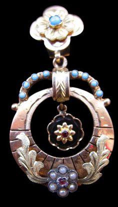 Brincos tradicionais e populares portugueses. Antique and popular portuguese earring in gold.