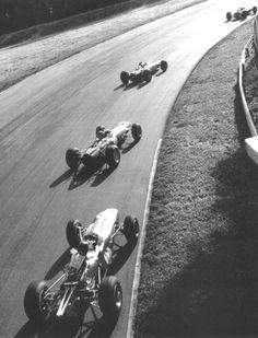 1965 Italian Formula One Grand Prix, Monza. Jim Clark leads eventual winner Jackie Stewart, Graham Hill and Dan Gurney through the Parabolica. Escuderias F1, Gp F1, Jackie Stewart, Le Mans, Nascar, Course Automobile, Dan Gurney, Classic Race Cars, Italian Grand Prix