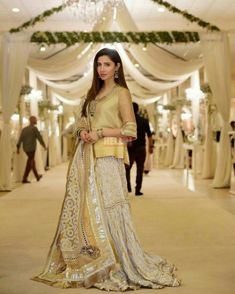 Mahira khan Wedding Day Wedding Planner Your Big Day Weddings Wedding Dresses Wedding bells Makeup Mahira Khan Dresses, Shadi Dresses, Pakistani Formal Dresses, Pakistani Party Wear, Pakistani Wedding Outfits, Pakistani Couture, Pakistani Dress Design, Indian Dresses, Pakistani Mehndi