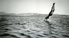 Βουτιά στα δροσερά νερά του Κορινθιακού Κόλπου Δημήτρης Χαρισιάδης / Φωτογραφικό Αρχείο Μουσείου Μπενάκη