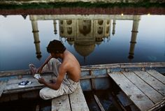 Lovely reflection of Taj Mahal, Steve McCurry, India We Are The World, People Around The World, Around The Worlds, National Geographic, Color Photography, Street Photography, Travel Photography, Agra, Steve Mccurry Photos