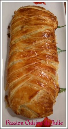 Puff pastry with leeks and tuna - Passion Cuisine de Julie, Recipes Fish Recipes, Paleo Recipes, Cooking Recipes, Strudel, Mini Croissants, Soup Appetizers, Puff Pastry Recipes, Hummus, Italian Recipes
