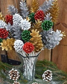 Easy Christmas Decorations, Pine Cone Decorations, Easy Christmas Crafts, Christmas Centerpieces, Christmas Projects, Rustic Christmas, Simple Christmas, Fall Crafts, Christmas Wreaths