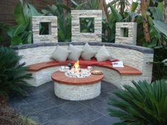 Round hearth and semicircular bench covered with bricks - Garden - Garten Terrasse patio backyard - Paisagismo Outdoor Fire, Outdoor Seating, Outdoor Spaces, Outdoor Decor, Outdoor Living, Tropical Landscaping, Backyard Landscaping, Landscaping Ideas, Luxury Landscaping