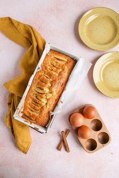 Appelcake - makkelijk bakrecept - Lekker en Simpel A Food, Nom Nom, Cheese, Baking, Easy, Desserts, Cupcake, Drinks, Tailgate Desserts