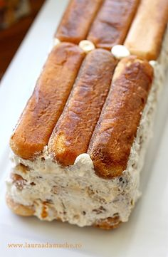 Tiramisù cu nuci caramelizate preparare Cooking Bread, Cooking Recipes, Tiramisu Speculoos, Sweet Recipes, Cake Recipes, Good Food, Yummy Food, Romanian Food, Sweet Cakes