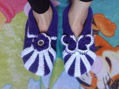 Nemiran Nurkkaus: Aikuisen tossut Crochet Stitches, Knit Crochet, Slippers, Diy And Crafts, Crochet Necklace, Baby Shoes, Footwear, Socks, Booty