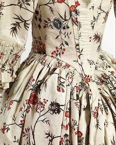 いいね!1,774件、コメント3件 ― Kate Strasdinさん(@katestrasdin)のInstagramアカウント: 「Indian influences on printed cottons notable on the 18th century with the chintz gowns or…」