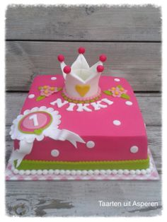 Een stoere meiden taart voor de eerste verjaardag van Nikki!