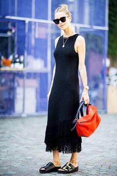 O vestido midi é uma das tendências que permanecem forte para o verão 2017.