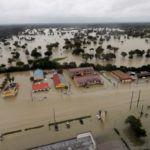 El huracán Harvey Ha Dejado una Planta de productos Químicos Cerca de Houston Listo para Detonar