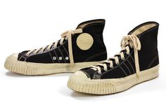 sneakers at the Bata Shoe Museum: The Converse Gripper was popular in the late and early Sneakers Mode, Retro Sneakers, New Sneakers, Sneakers Fashion, High Top Sneakers, Converse Sneakers, Vintage Shoes, Vintage Outfits, Bata Shoes