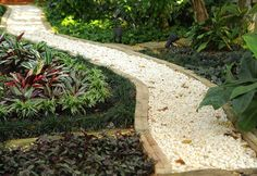 40 Inexpensive Garden Path Design For Everyone Who Wants To Have Beautiful Garden 17 garden paths Garden Path Ideas 16 Gravel Garden, Terrace Garden, Garden Paths, Gravel Path, Landscaping Tips, Garden Landscaping, Stone Backyard, Path Ideas, Path Design
