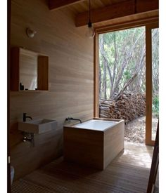 """Earthy delights #dezeen #detail #details #interior #interiordesign #interiordesigner #decor #decorao #decoration #bathroom #timber #sustainable"" via @decorum_interior_design"