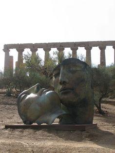 Tengase Presente: El Valle de los Templos de Igor Mitoraj. Sculpture Art, Garden Sculpture, Sculptures, Warhol, Igor Mitoraj, Clay Figures, Creative Photography, Fresco, Les Oeuvres