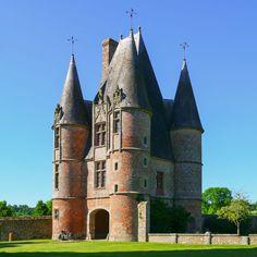 Châtelet d'entrée du château de Carrouges, XVIe siècle