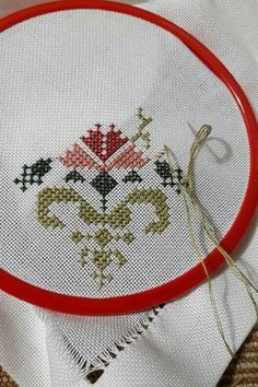 This Pin was discovered by müf Mini Cross Stitch, Cross Stitch Borders, Cross Stitch Flowers, Cross Stitch Designs, Cross Stitch Patterns, Embroidery Flowers Pattern, Hand Embroidery Stitches, Cross Stitch Embroidery, Baby Knitting Patterns