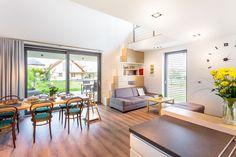 Varenie, stolovanie a relaxácia. Spájanie obytných priestorov do jedného hlavného je nový trend. Centrom miestnosti často býva jedálenský stôl. #rodinnydom #dom #byvanie #interier #dizajninterieru #modernebyvanie #svojpomocne #modernydizajn #svetlyinterier #kuchyna #obyvaciaizba #ytong #stavebnymaterial #jedalen Divider, Furniture, Design, Home Decor, Decoration Home, Room Decor, Home Furnishings, Home Interior Design