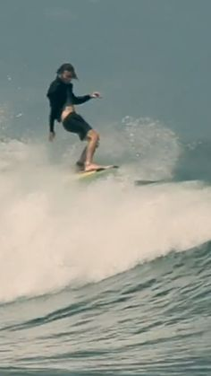 Ozzie Wright surfing chest-head waves in Lennox Head, Canggu and more. surfing edit filmed in Sup Surf, Skate Surf, Big Waves, Ocean Waves, Parkour, Radical Sports, Extreme Sports, Surfing Videos, Surfs Up