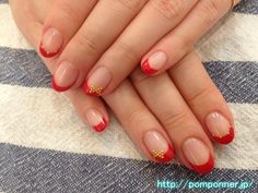 赤フレンチネイルにスタッズでリボン The ribbon studs red French nail