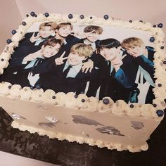 A special #BTS #KPop band cake for a 13 year-old's birthday. :)