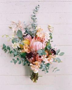 Wedding Flower Arrangements Spring Flower Arrangements pink, orange, and green floral wedding bouquet Bouquet De Protea, Bouquet Bride, Floral Bouquets, Floral Wreath, Diy Bouquet, Bouquet Flowers, Eucalyptus Bouquet, Unique Weddings, Floral Arrangements