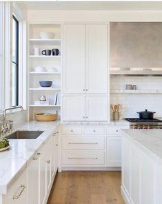 Kitchen Cabinets Decor All white kitchen design. Kitchen Cabinets Decor All white kitchen design All White Kitchen, New Kitchen, Kitchen Decor, Kitchen Ideas, Kitchen Images, Kitchen Modern, Kitchen Layout, Modern Farmhouse, Design Kitchen