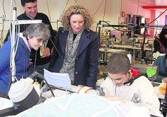 Visita de Amparo Folgado a las instalaciones del Centro Laura Vicuña.