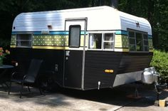 Camper Makeover And Remodel 99 Brilliant Ideas Camper Exterior Paint Old Campers, Small Campers, Vintage Campers Trailers, Vintage Caravans, Camper Trailers, Retro Campers, Happy Campers, Vintage Rv, Camper Makeover