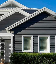 Too Dark Scyon Linea™ weatherboard Exterior Gris, Exterior Color Schemes, Exterior Design, Weatherboard Exterior, Exterior Cladding, House Cladding, Facade House, Wall Cladding, House Paint Exterior