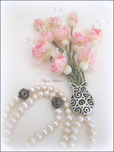 Nigar Hikmet, ribbon flowers