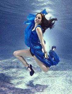 Tulisa - for Fabulous magazine (by Zena Holloway) underwater photography] Underwater Photographer, Underwater Photos, Water Photography, Fashion Photography, Tulisa Contostavlos, Wow Photo, Water Shoot, Action Poses, Female Photographers